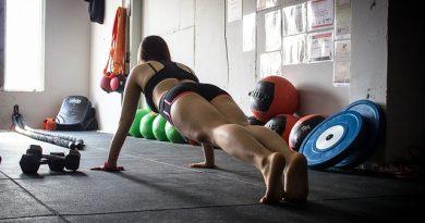 Exercitiul plank tonifiaza abdomenul
