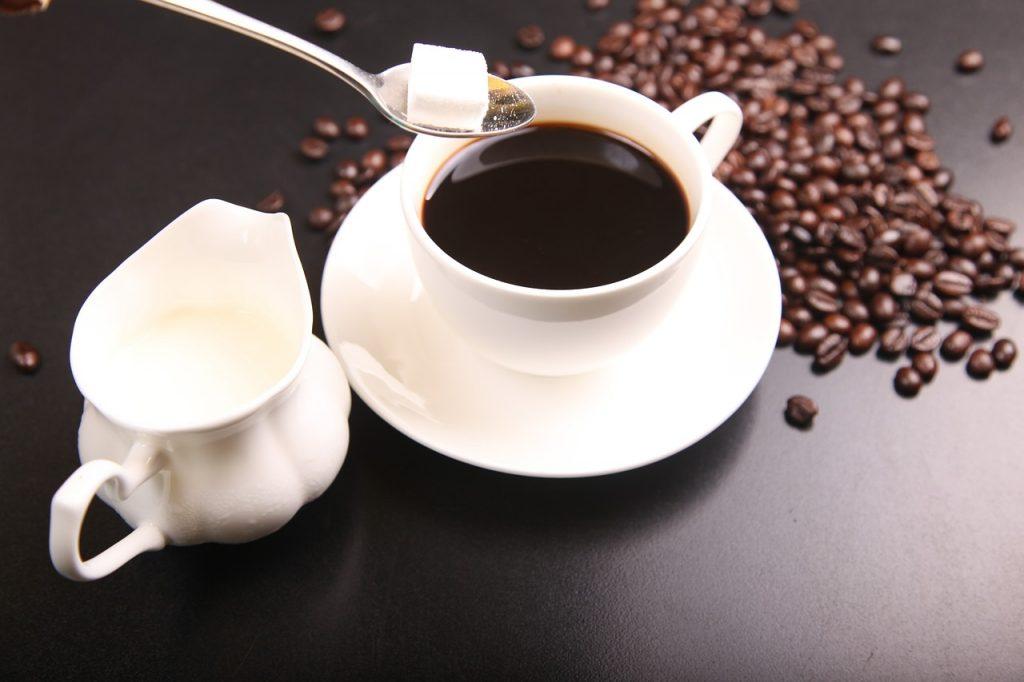 cafeaua fara zahar slabeste