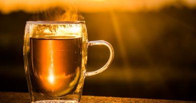 de ce sa nu bei ceaiul fierbinte