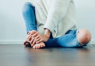 Durerile de genunchi: ce sa mananci pentru a le combate