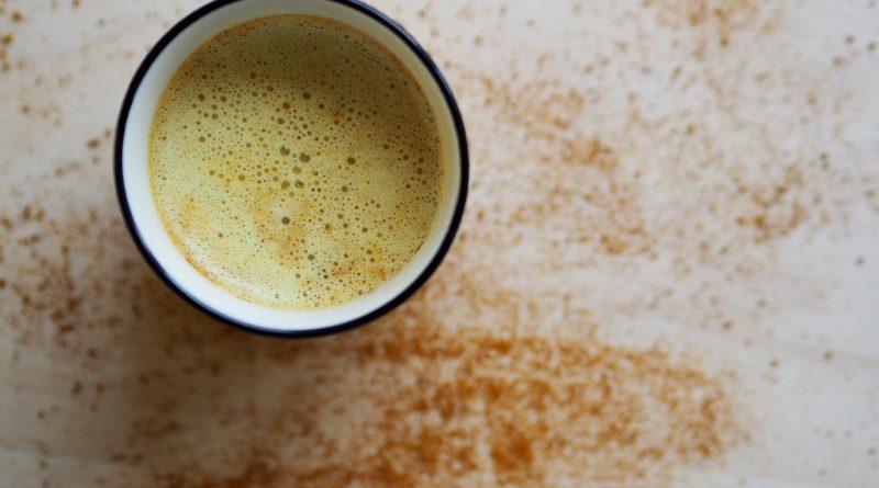 latte cu turmeric