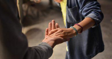 Cum sa previi imbatranirea mainilor