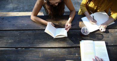 Evaluarea Nationala 2021. Teste rezolvate la limba si literatura romana, ideale pentru copilul tau!