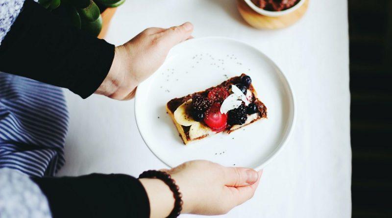 RETETA – Pandispan cu fructe, de post